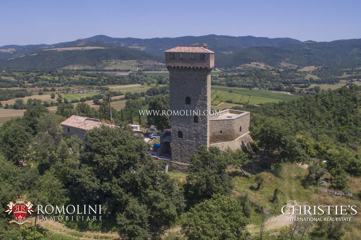 CASTLE FOR SALE IN UMBRIA, TRASIMENO LAKE