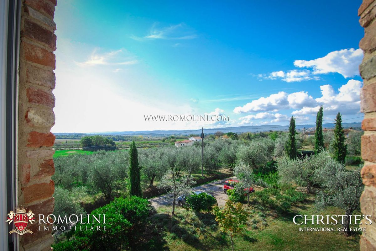 TUSCANY: ECO-FRIENDLY FARMHOUSE WITH GARDEN AND OLIVE GROVE