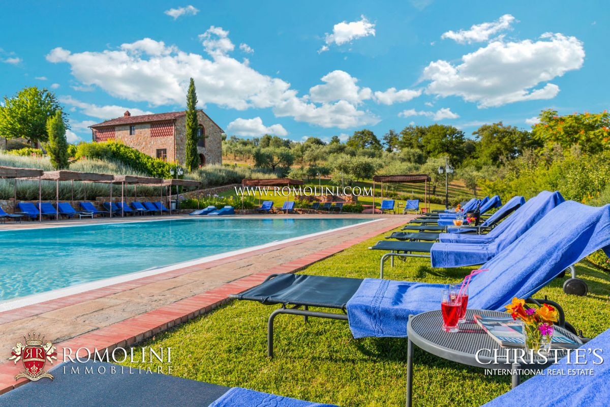 CHIANTI HILLS, 80 HA ESTATE WITH WINE RESORT AND VINEYARD FOR SALE