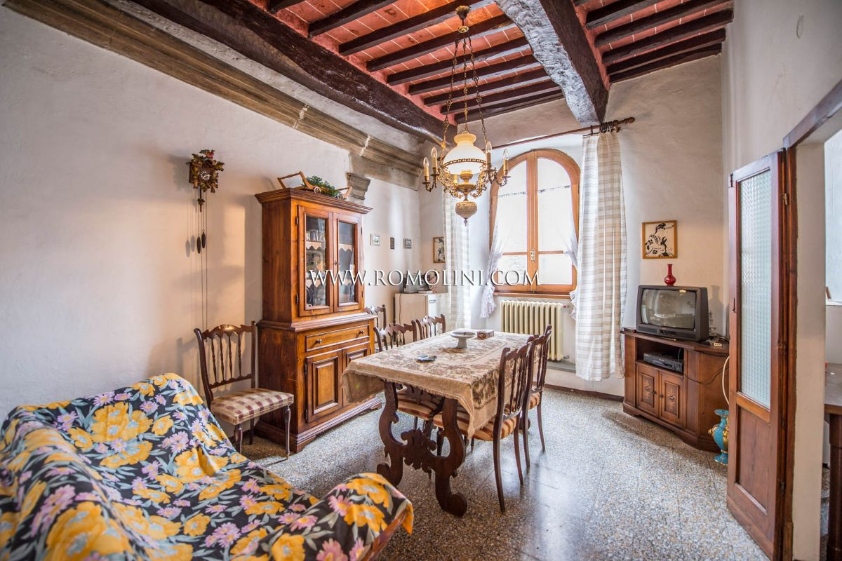 TUSCAN FARMHOUSE WITH POOL FOR SALE NEAR ANGHIARI