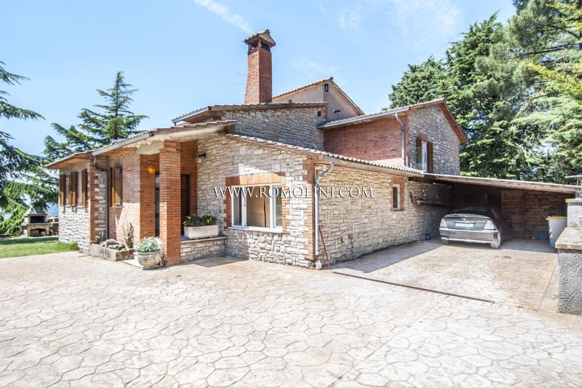HOUSE LAKE TRASIMENO VIEW FOR SALE IN UMBRIA