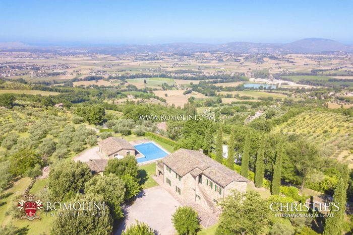 FARMHOUSE POOL PANORAMIC VIEW FOR SALE UMBRIA