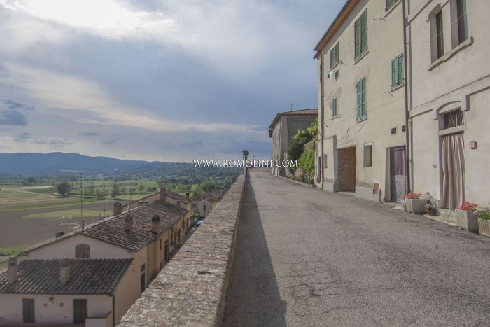 APARTMENT WITH PANORAMIC VIEW FOR SALE ON THE RAMPARTS, MONTERCHI