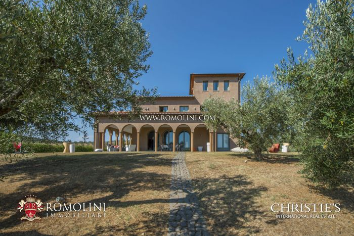 MASSA MARITTIMA: PRESTIGIOUS VILLA WITH SEA VIEWS AND 27 HA OF LAND