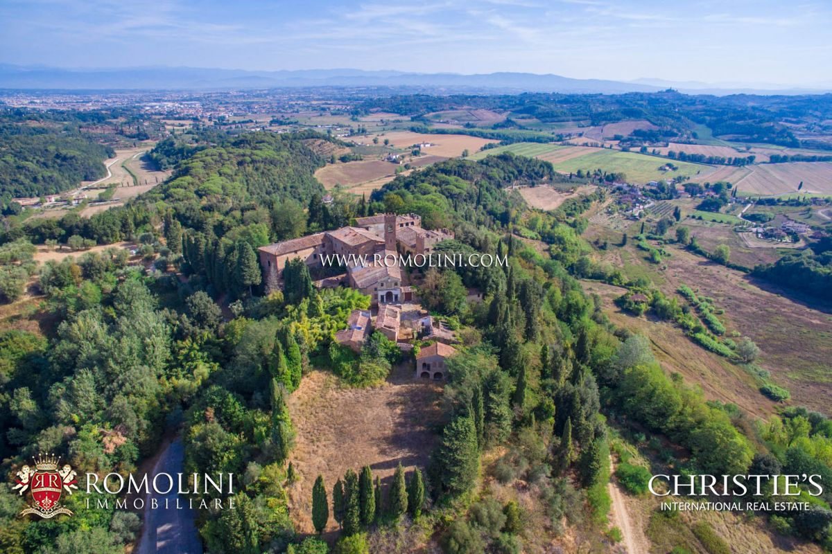 PISA: ESTATE WITH CASTLE, HAMLET AND 110 HECTARES OF LAND FOR SALE