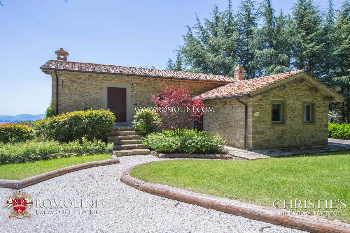 TYPICAL FARMHOUSE FOR SALE IN UMBRIA, MONTE SANTA MARIA TIBERINA
