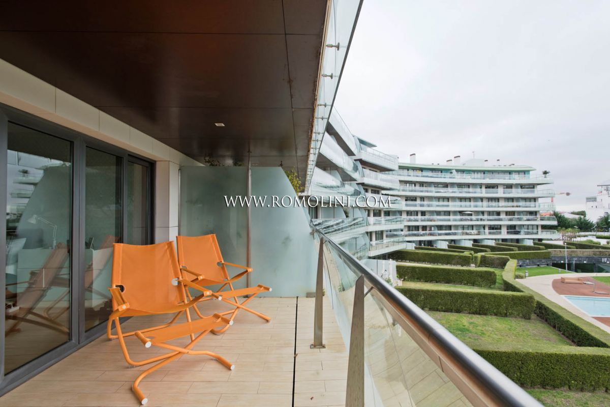 CASCAIS: MODERN APARTMENT FOR SALE NEAR THE SEASIDE