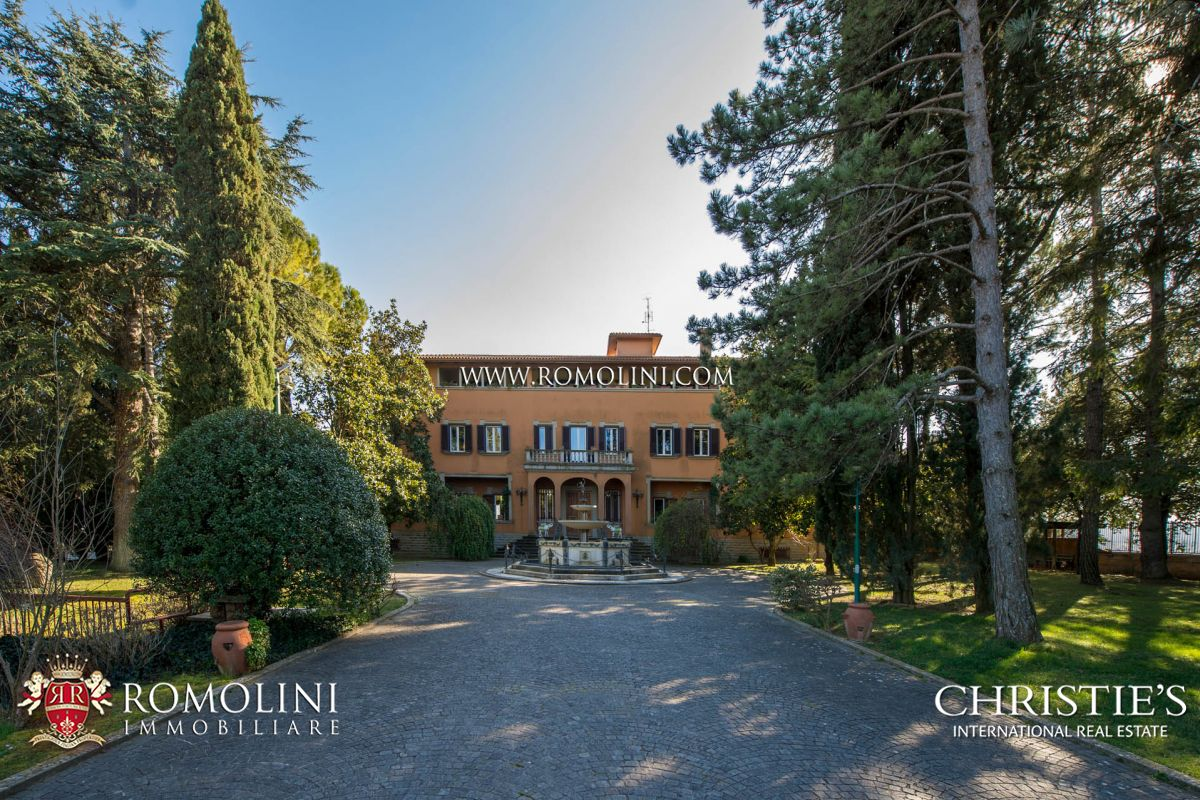 LUXURY VILLA FOR SALE TRASIMENO LAKE, UMBRIA
