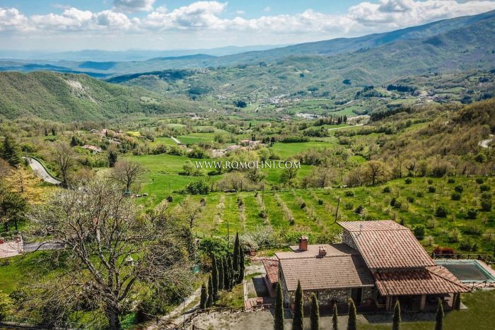 6-BEDROOM VILLA FOR SALE IN CAPRESE MICHELANGELO