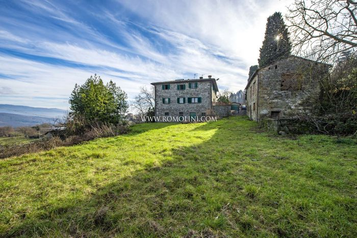 SEMI-DETACHED FARMHOUSE FOR SALE CAPRESE MICHELANGELO TUSCANY