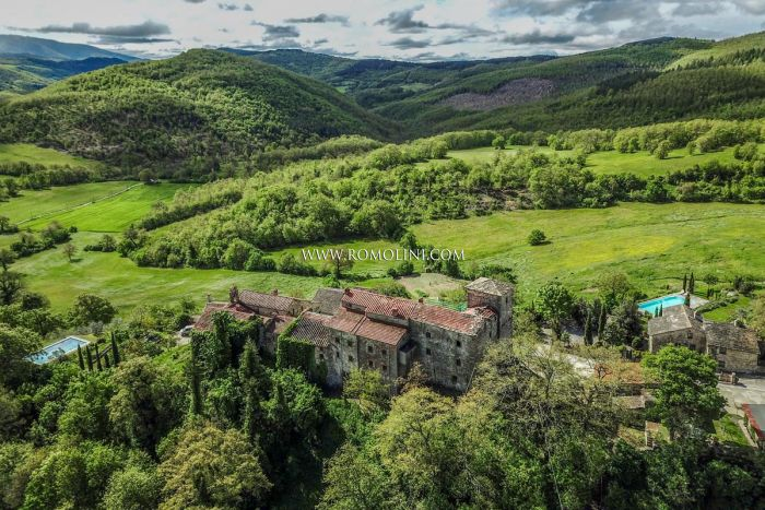 SMALL CASTLE FOR SALE IN TUSCANY