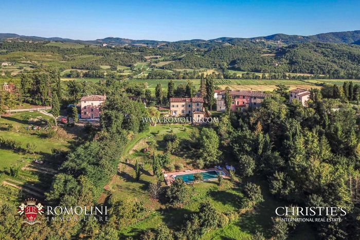 RESTORED VILLA WITH POOL FOR SALE IN MONTERCHI, TUSCANY