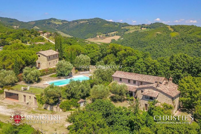 FARMHOUSE FOR SALE IN UMBRIA, FORMER CHURCH WITH RECTORY