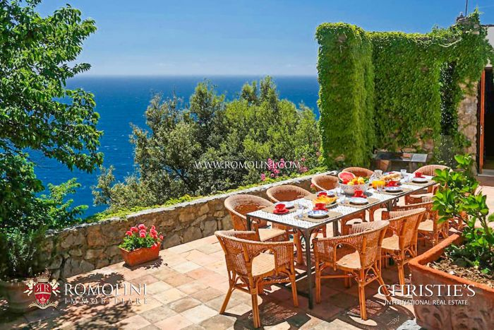 PIED DANS L'EAU WATERFRONT VILLA FOR SALE ON THE AMALFI COAST