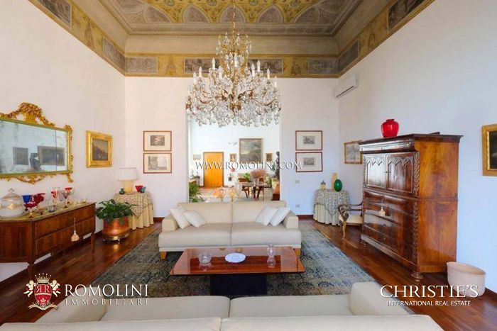 LUXURY APARTMENT WITH LIFT FOR SALE NEAR SANTA MARIA DEI MIRACOLI, SESTIERE CANNAREGIO, VENICE