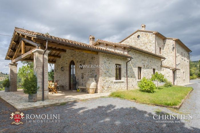 VILLA WITH POOL FOR SALE ORVIETO